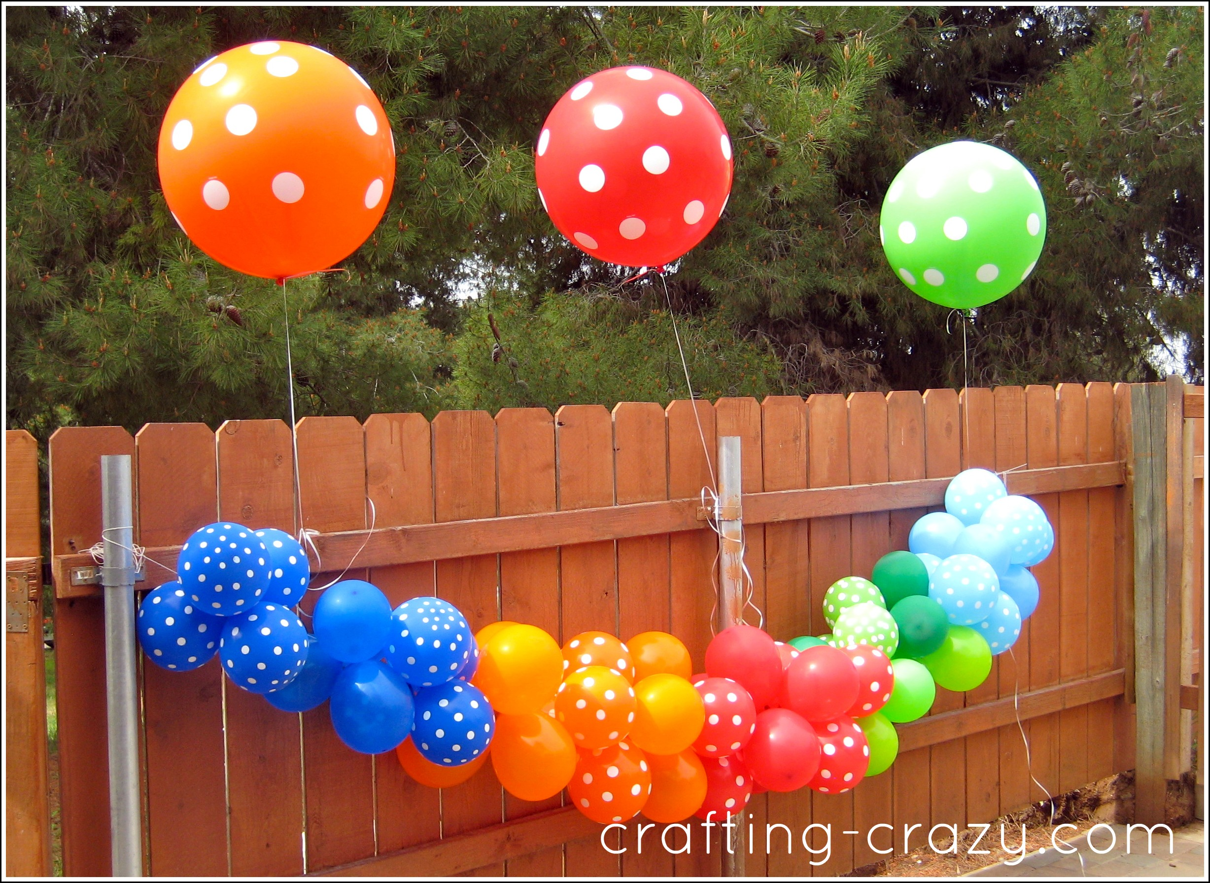 Decorating with streamers and balloons for Balloon and streamer decoration ideas
